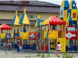 Plywood-playground-2c
